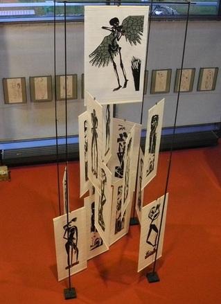 Foto von der Nibelungen-Pyramide im Foyer der LBMV