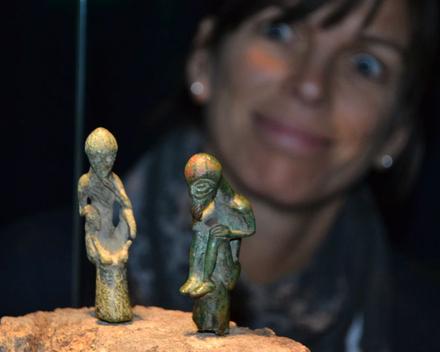 """Sie haben wieder """"Sprechstunde"""": Die Götterfiguren aus Gatschow und Ribnitz warten in der Schatzkammer auf Besucher. Foto: LAKD M-V"""