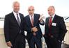 Der Ministerpräsident mit Peter Vullinghs (l.) und Prof. Dr. Marek Zygmunt © Rainer Cordes