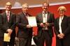 Ministerialrat Dr. Wolfgang Schrumpf (2. v.l.) mit der Urkunde für den 1. Platz Foto: BearingPoint