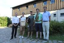 Gemeinsam im Einsatz für die Fledermaus: Die Commerzbank unterstützt Praktikanten. © Nora Künkler, Nationalparkamt Müritz