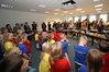 Schüler der Klassen 1-4 der Kinderkunstakademie Rostock zur Begrüßung der Veranstaltung bei der EURAWASSER Nord GmbH