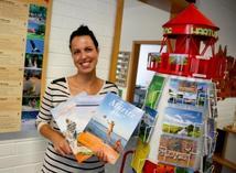 Susann Wothe von der Tourismus- und Dienstleistungsgesellschaft Rechlin ist stolz Nationalpark-Partner zu sein. Foto: R. Sobiech