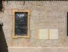 interner Link (neues Fenster): Bild vergrößern: Abb. 7. Ferdinandshof, Lkr. Vorpommern-Greifswald, Kirche,  Südfassade und Fenster, Putz- und Farbprobe, 2016.